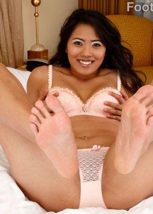 Angelina Chung - Дрочит ножками (футджоб) - Галерея № 3463710