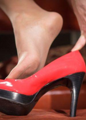 Maitresse Madeline, Gia Dimarco, Blake - Дрочит ножками (футджоб) - Галерея № 3382480