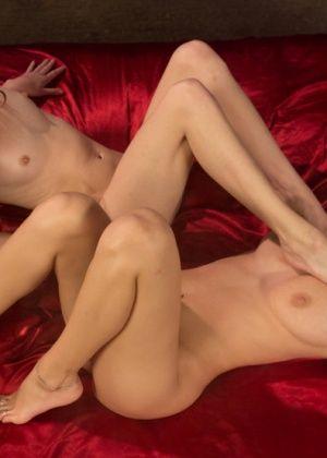 Elle Alexandra, Natalia Starr - Дрочит ножками (футджоб) - Галерея № 3292372