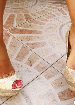 Madelyn Marie - Дрочит ножками (футджоб) - Галерея № 3292758