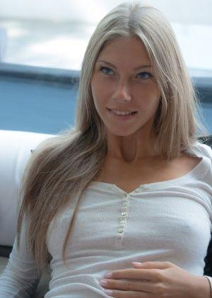 Krystal Boyd, Angelika - Дрочит ножками (футджоб) - Галерея № 3434016