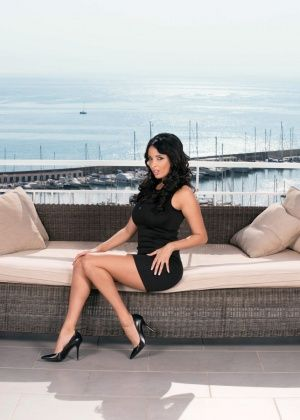 Французская элитная блядь Anissa Kate обслуживает двух богатых мужчин
