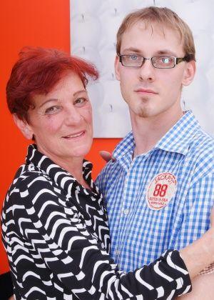 Рыжая дама в возрасте истосковалась без секса и отдается молоденькому парню
