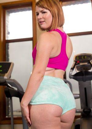Claire Robbins, John Strong - В спортзале - Галерея № 3460847