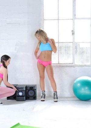Aubrey Addams, Lola Foxx - В спортзале - Галерея № 3409773