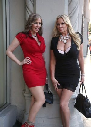 Kelly Madison, Julia Ann - В гостинице - Галерея № 3422951