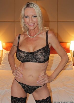 Emma Starr - В гостинице - Галерея № 3421276