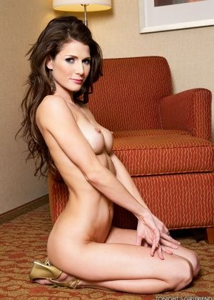 Jenni Lee - В гостинице - Галерея № 3414693