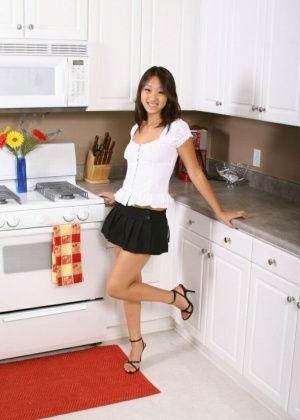 Evelyn Lin - На кухне - Галерея № 3526084