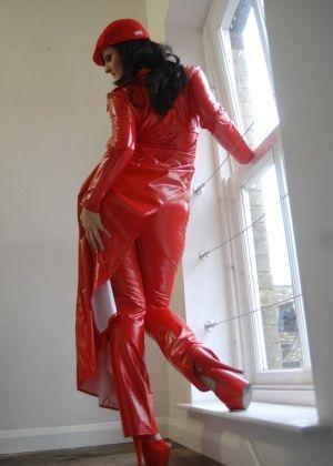Janine Tinsley - На каблуках - Галерея № 3516693