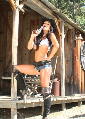 Rosie Revolver - На каблуках - Галерея № 3422643
