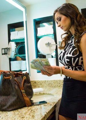 Ashley Sinclair - В гостинице - Галерея № 3480541