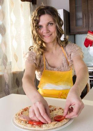 На кухне - Галерея № 3412971