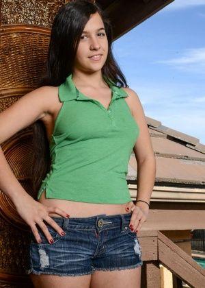 Caroline Ray - В гостинице - Галерея № 3406857