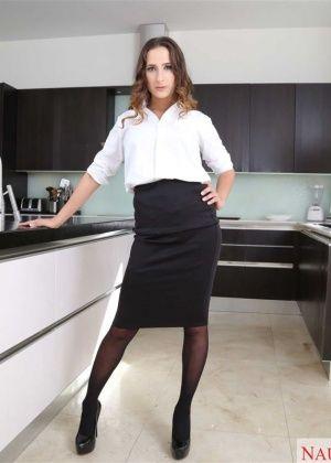 Ashley Adams - На кухне - Галерея № 3484095