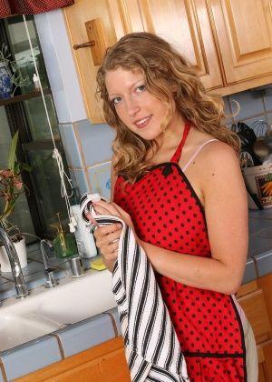 Sara - На кухне - Галерея № 2883954