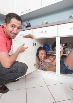 Natalia Mendez - На кухне - Галерея № 3450349