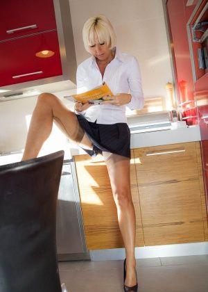 Jan Burton - На кухне - Галерея № 3444477