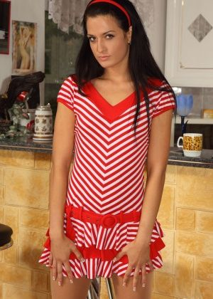 Nicole Vice - На кухне - Галерея № 3428699