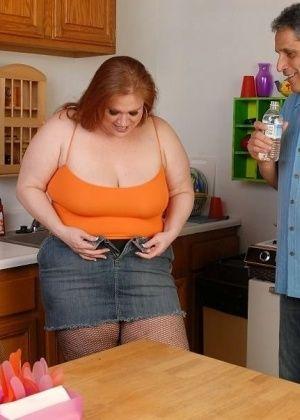 Julie Ann More - На кухне - Галерея № 3533033