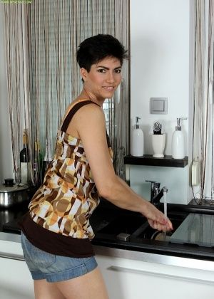 Halle - На кухне - Галерея № 3436196