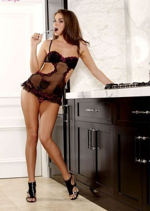 Tori Black - На кухне - Галерея № 2503237