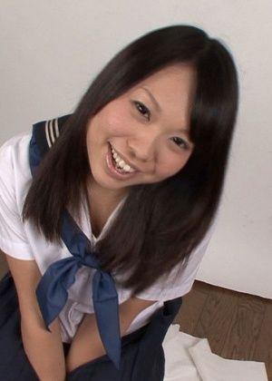 Японка с бритой пиздой пососала три хуя