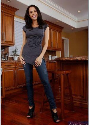 Chanel Preston - На кухне - Галерея № 3482787