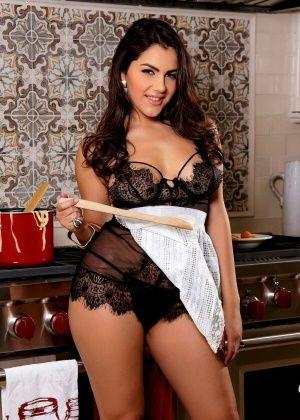 Valentina Nappi - На кухне - Галерея № 3516950
