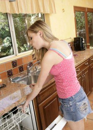 Nicole Ray - На кухне - Галерея № 2465372