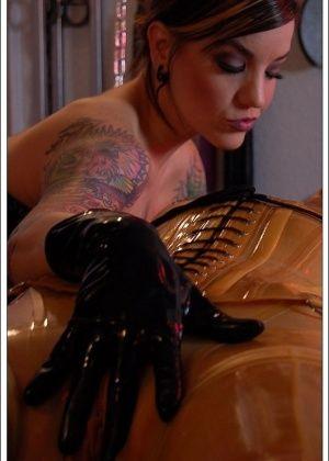 Athena Fatale, Karrlie Dawn - Латекс - Галерея № 3482356
