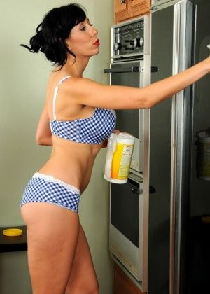 Alia Janine - На кухне - Галерея № 3507850