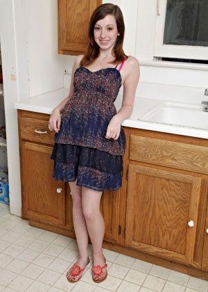 Ally Evans - На кухне - Галерея № 3406116
