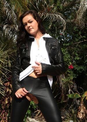 Tammy Tyler - Латекс - Галерея № 3442672