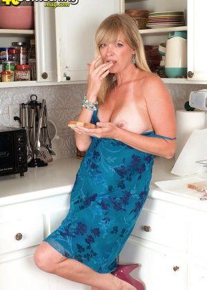 На кухне - Галерея № 2387065