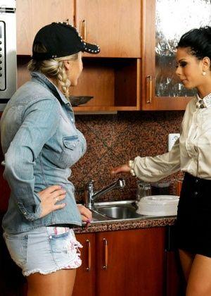 На кухне - Галерея № 3419890