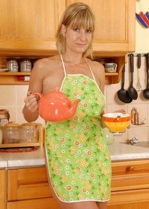 Linda - На кухне - Галерея № 2888512