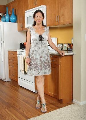 На кухне - Галерея № 2383787
