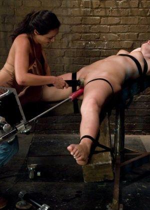 Charley Chase, Holly Stevens - Секс машина - Галерея № 2676162