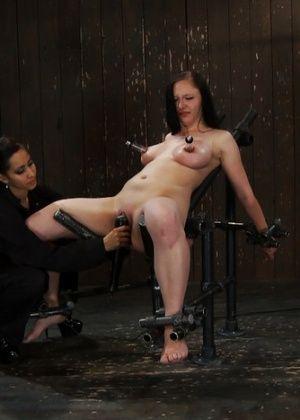 Isis Love, Maggie Mayhem - Секс машина - Галерея № 2761908