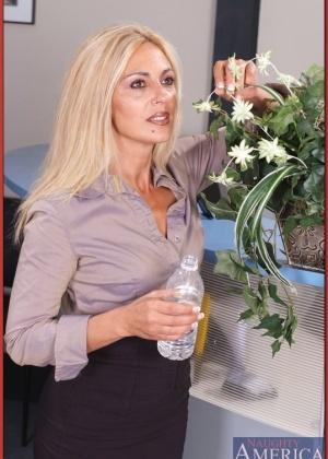 Зрелая женщина - Галерея № 2335732