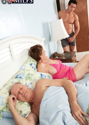 Bea Cummins - Зрелая женщина - Галерея № 3435730