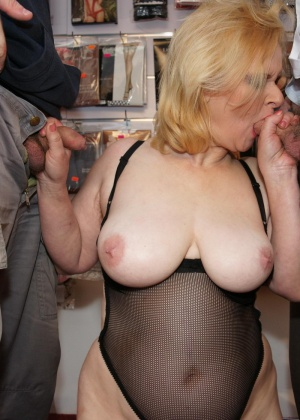 Зрелая женщина - Галерея № 3622424