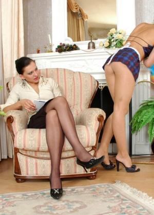 Хозяйка полизалась с горничной