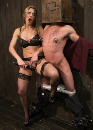 Tanya Tate, Casey More - Секс машина - Галерея № 3321536