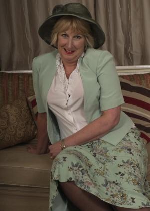 Зрелая женщина - Галерея № 3551396