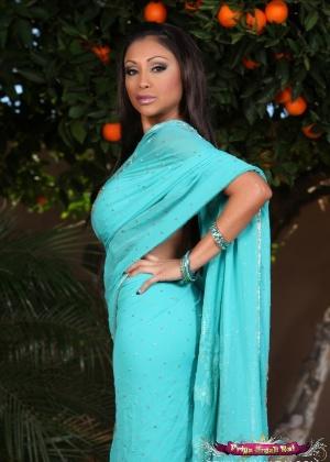 Priya Anjali Rai, Priya Rai - Милфа - Галерея № 3629875