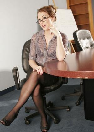 В офисе - Галерея № 2210719
