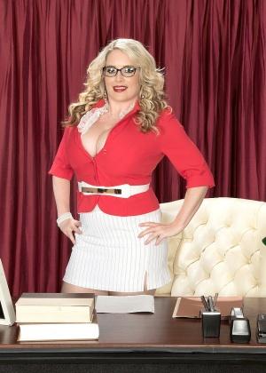 Maximum Maggie, Maggie Green - В офисе - Галерея № 3534670