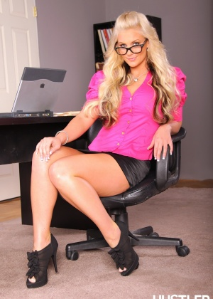 Phoenix Marie - В офисе - Галерея № 2958822